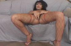 Hete cougar maakt geil masturbatie filmpje